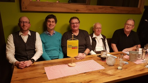 Einige Mitglieder der FDP Württembergisches Allgau beim Liberalen Treffen im Leutkircher Bürgerbahnhof
