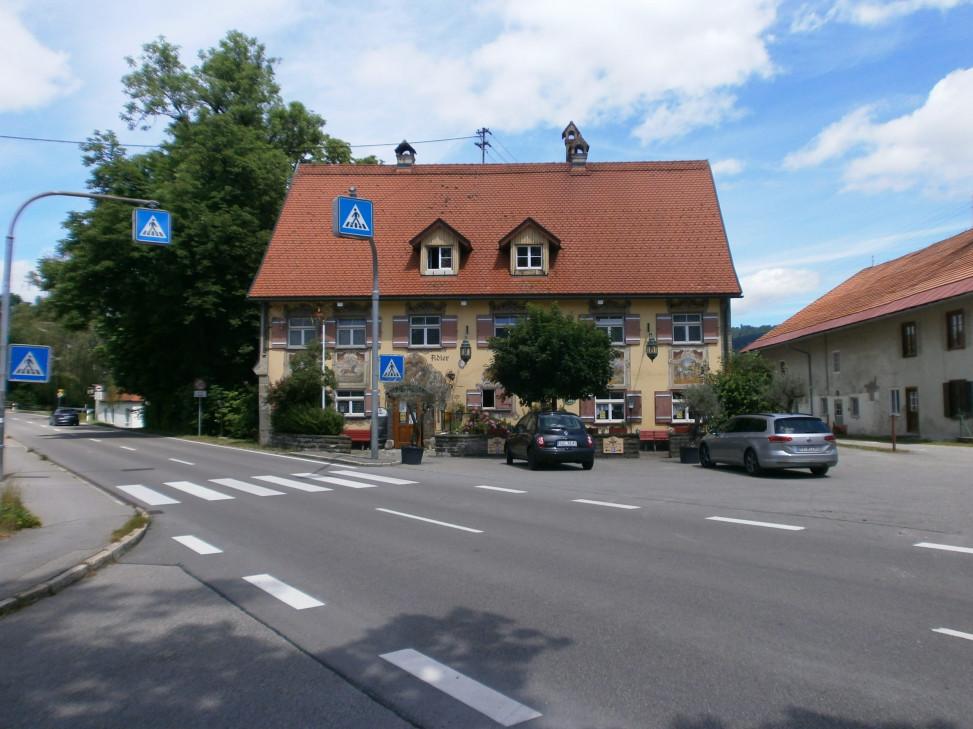 Das bekannteste Gebäude in Großholzleute: der Gasthof Adler.